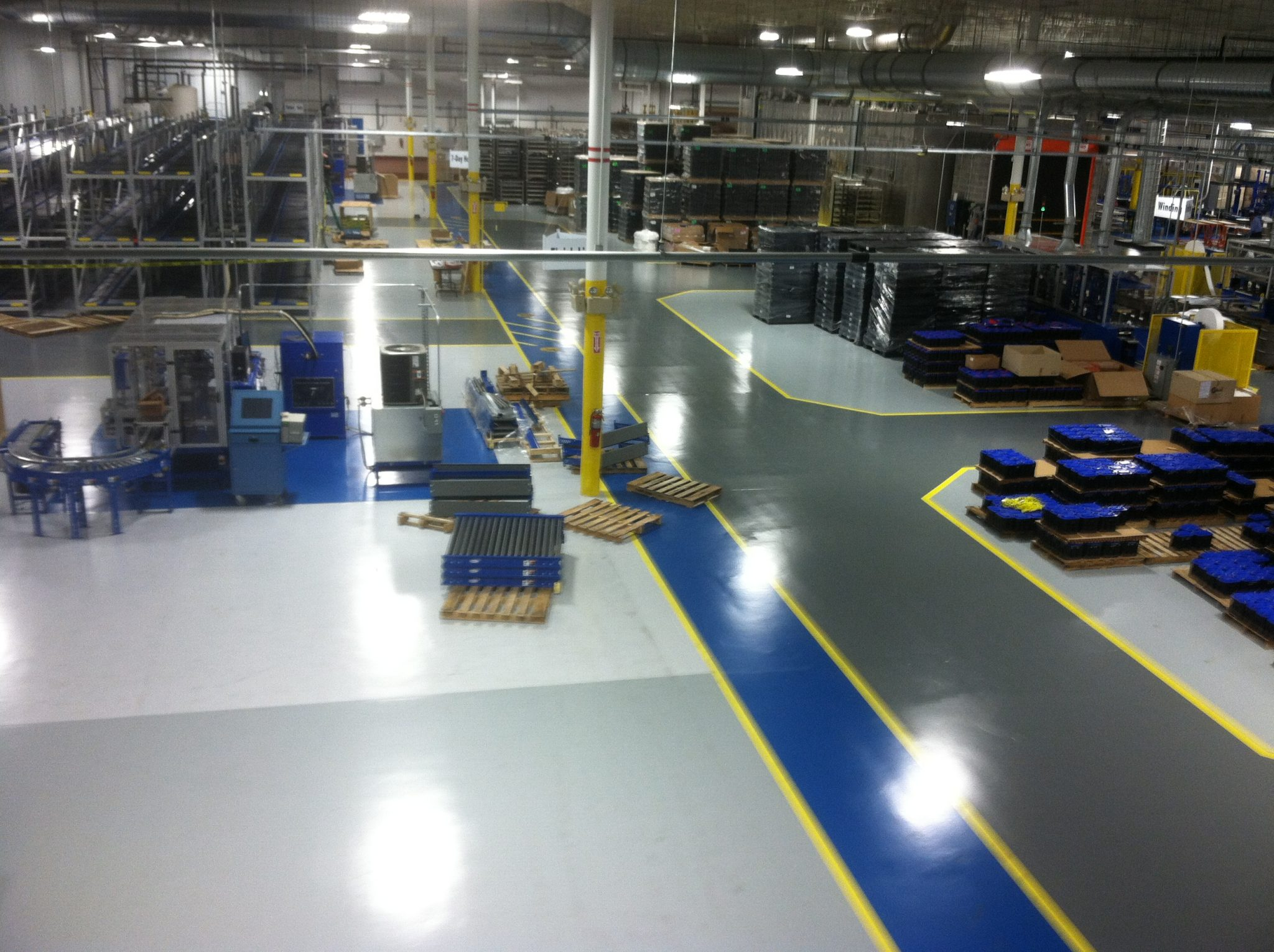 attractive concrete floor options - Epoxy Coating vs Concrete Polishing